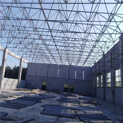 钢结构网架:由多根杆件依照必定的网格类型根据连接点彼此连接而成的空间布局